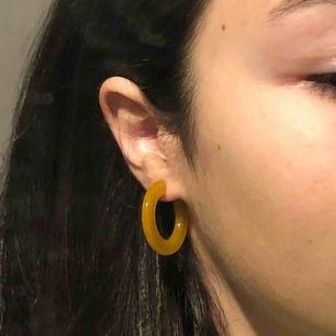 Helt nya asfina örhängen! Får ej användning av de då de inte är min färg🥺❤️