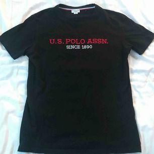 Svart t-shirt från Ralph Lauren.