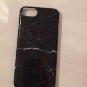 Ett svart iPhone 6s skal funkar till vilken iPhone 6 som helst och är supersnygg.❤️