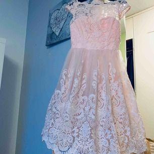 Jag säljer min klänning som jag använde bara en gång på bröllopet.