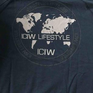 Helt oanvänd ICANIWILL tränings tröja i stl S
