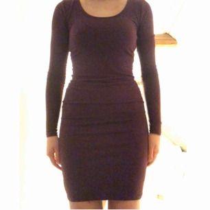 Tight jättesnygg klänning från Monki. Passar både XS och S. Köpare står för frakt, men jag kan också mötas upp i Lund.