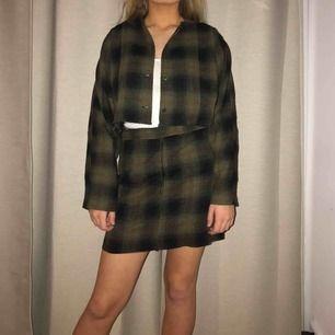 Ett set som jag sytt om från en klänning! Superfint och hade behållt det själv ifall kjolen inte hade sytts förliten :((( Toppen passar xs-M men kjolen är nog xs-s💕💖💖