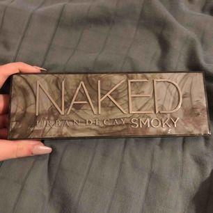 En nästan oanvänd naked palett Fick i födelsedags present men känner inte riktigt att det min stil. Fraktas eller möts i Stockholm