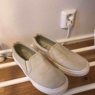 sneakers från hm. använda en gång pga impulsköp och dom ej passar. frakt tillkommer