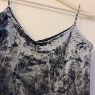 Silver/blått linne från H&M💙 färgen är svår att få rättvis på bild tyvärr! frakt 42 kr💕