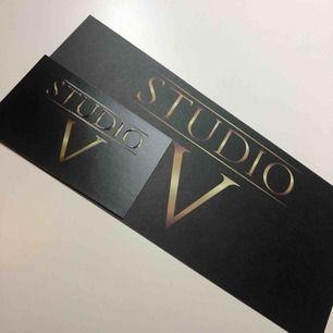 Hej jag har en salong vid namn studio V  Nu har jag fått in present kort, är på salongen imorgon för er som glömt köpa julklapp till mamma, syster och flickvän  Vill ni kolla på mitt arbete så finns jag på Instagram under namnet Studio.V.sweden