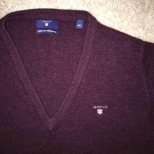 Jättefin äkta Gant-tröja, knappt använd och i jättefint skick! Spårbar frakt inräknat i priset :-) skriv för fler bilder 💞