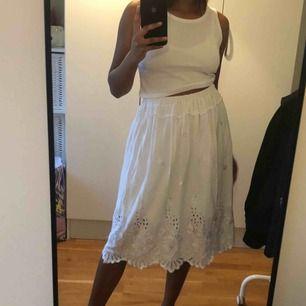 Fin kjol köpt på spansk second hand. Framgår inte storlek men skulle säga S/M. Frakt kostar extra❣️
