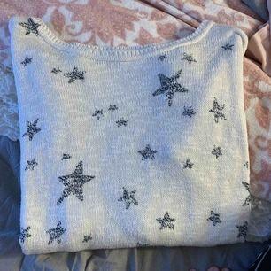 Super fin oanvänd hollister tröja  Storlek xs men skulle säga att den är lite oversize