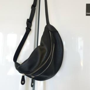 Bum bag från Nelly 🌟 Perfekt att ha över axeln eller runt midjan.