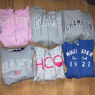 Säljer en massa tröjor från olika märken  Är du intresserad av någon eller några kan jag skicka mer bilder och priset kan diskuteras!  Alla är äkta och knappt använda Champion, Rosa Hollister, Gant (såld)