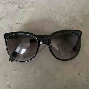 Fina solglasögon.    Skickas som brev. Köpare står för frakt. Max 20kr.