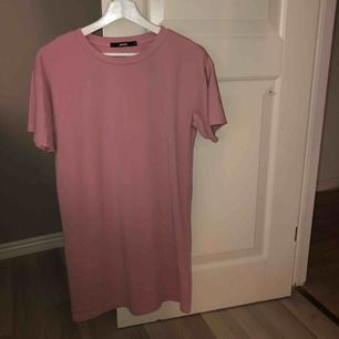 Ljusrosa t-shirt klänning i jättebra skick