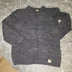 Stickad carhattt tröja i storlek M men funkar även som S.  Tröjan är i superskick