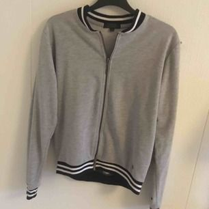 Säljer denna tröja från Ullared, lite nopprig men har använt den hemma som myströja 😻 frakt tillkommer