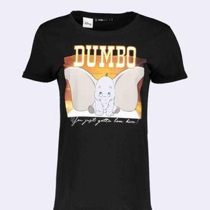 En tröja med Dumbo på