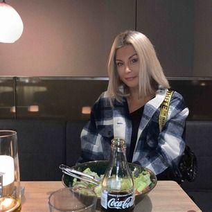 Zara flanellskjorta/jacka från Zara. Använd några enstaka gånger   Möts upp i Stockholm city/Nacka, annars står köparen för frakt :)