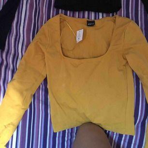 Säljer två fina tröjor från Ginatricot! Aldrig använda finns prislapp kvar. Säljs pga det är inte min smak & kan inte lämna tillbaka dom för det var födelsedagspresent!, 100kr för båda + frakt!:)
