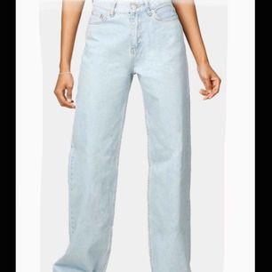 Säljer ett par jeans från Junkyard i modellen Wide Leg. 🤪🌛 Bra skick och endast använda några gånger! Skriv privat för fler bilder eller något du undrar över. 💕