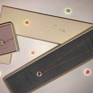 Säljer dessa , ett halsband och ett armband från Lily and Rose som är i toppskick, aldrig använda pga felbeställning, funkar att matcha t allt möjligt. !!! FRAKT INGÅR I PRISET !!! !!! BETALNING SKER VIA SWISH !!!
