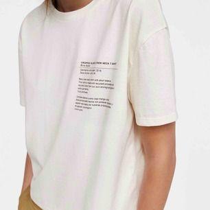 T-shirt från Zara i Mallorca men har aldrig kommit till användning. Passar även XS💙💙💙