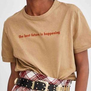 T-shirt Zara, köpt förra sommaren men har aldrig kommit till användning, storlek S men kan även passa XS💗💗💗