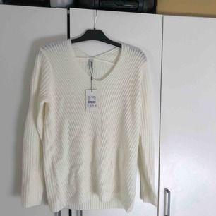 Ny mjuk vit tröja från soyaconcept med prislappen kvar. Storlek S men passar även XS, M och L då den är rätt oversized🦋🦋🦋