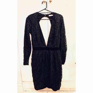 Paljettklänning använd endast en gång. Säljer pga platsbrist i garderoben.  Möts i Stockholm eller frakt tillkommer