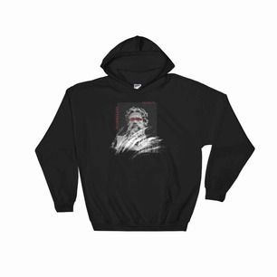 En svart hoodie med tryck på framsidan från hemsidan Worryless som jag säljer då jag har två likadana, den är nyköpt och inte använd därför i nyskick. Väldigt fin, mjuk och skön hoodie. Nyköpt pris är 450