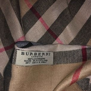Halsduk burrbery cashmere