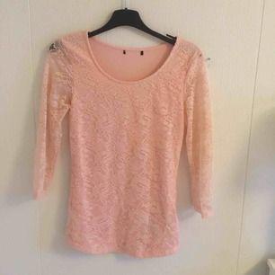 Spets-rosa tröja 💗 fick i present för länge sen men inte min stil , så den är Oanvänd 👌🏼