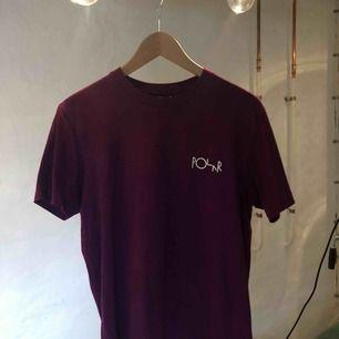 Polar Skate Co. T-shirt använd 1 gång, superfint skick! Snygg fit och skönt material, frakt tillkommer på 35kr❤️