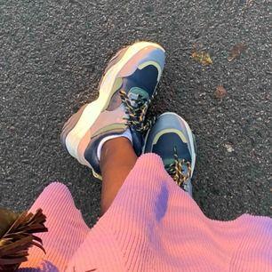Säljer mina samsoe samsoe skor som är inköpta under hösten, använda 2 ggr så de är i perfekt skick vilket kanske är ganska uppenbart :)))) Inköpta för cirka 1700🥰🥰