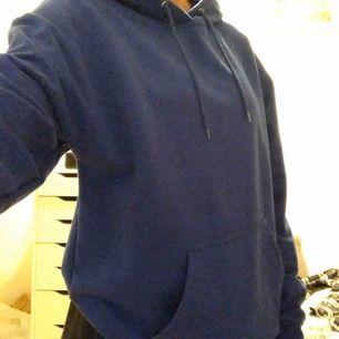 jätte mysig blå hoodie från carlings, färgen ser man bäst på andra bilden!