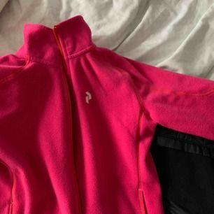 Peak performance fleece i jättebra skick och kvalitet! Prisvärd!!!💞säljes pga att den blivit för liten för mig:(
