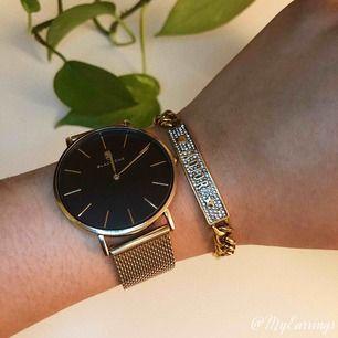 Helt ny cristian dior armband som är justerbar  Väldigt fin kvalité, tar swish+frakt15kr (spårbar70kr)