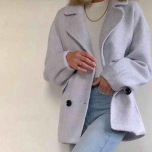 Trendig ljusblå kappa. Köpt för 699:- Använd ett få antal gånger 💕