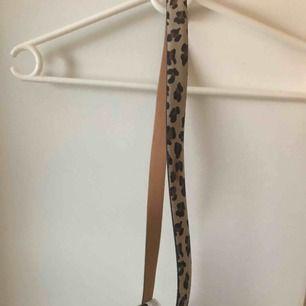 Nytt leopard skärp. Nypris; 399kr.  150kr/bud köparen står för frakt
