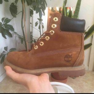 Knappt använda Timberland boots i brun läder storlek 37