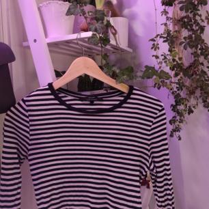 Randig långärmad tröja från Vero Moda, i gott skick