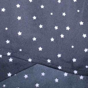 Trendig fin kjol med stjärnor skriv om du har några frågor eller så