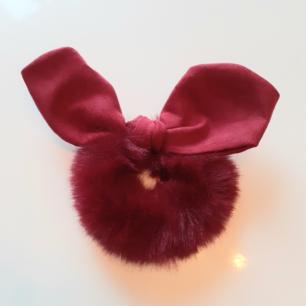 Lyxig vinterscrunschie i vinrött❤Material:Cotton Märke: Cute Simple Frakt: 11:-