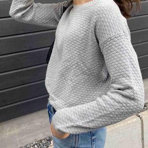 Stickad grå tröja från Cubus, i storlek M. Köparen står för frakten :))