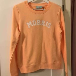 Morris tröja aldrig använd och med prislappen på! Går att skickas men då läggs frakten på:)