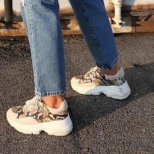 SÅ SNYGGA skor från & other stories. Använda ca 5 gånger. Storlek 38. Frakt tillkommer !! 💞