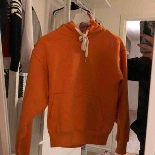 As cool hoodie från bershka, som inte kommer till användning längre, frakt tillkommer!