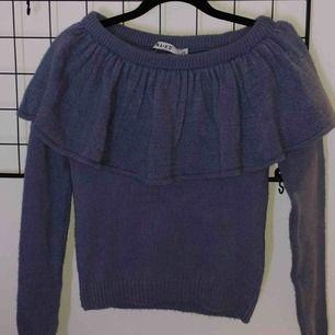 """Jätte snygg stickad tröja ifrån NAKD. Aldrig använd då jag tycker den va lite för """"söt"""" i stilen för mig."""