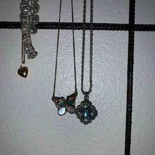 Säljer dessa söta halsband, för 50kr styck💞