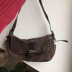 Jättefin brun vintage väska! Var min mammas när hon var ung. Säljer då den inte används längre. Du står för frakt 😜